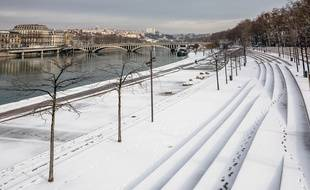 Une fine couche de neige sur les quais du Rhône à Lyon, le 1er mars 2018.