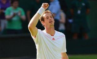 Andy Murray a passé avec succès son premier test sérieux jeudi au deuxième tour de Wimbledon en battant en quatre sets 7-5, 6-7 (5/7), 6-2, 7-6 (7/4) le Croate Ivo Karlovic, qui s'est plaint après le match d'avoir été floué par les arbitres.