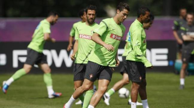Cristiano Ronaldo à l'entraînement avec le Portugal, le 24 juin 2012 à Opalenica (Pologne). – REUTERS