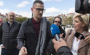 Le Puy-en-Velay (Haute-Loire), le 09 octobre 2017. Nicolas Chafoulais, le père de Fiona, arrive à la cour d'assises où sont jugés Cécile Bourgeon et Berkane Makhlouf.