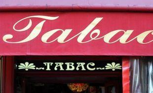 """Une opération """"client mystère"""", réalisée par le Comité national contre le tabagisme (CNCT) auprès de 430 débits de tabac en France, a montré que 62% d'entre eux étaient en infraction en vendant des paquets de cigarettes à des mineurs."""