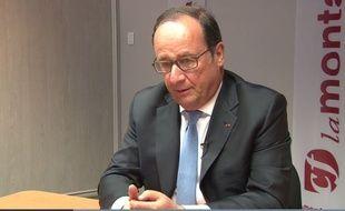 François Hollande dans les locaux du quotidien La Montagne le 8 juin 2017.