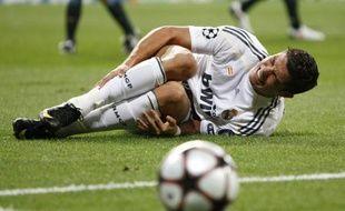 L'attaquant du Real Madrid, Cristiano Ronaldo, touché à la cheville lors du match de Ligue des champions contre Marseille, le 30 septembre 2009.