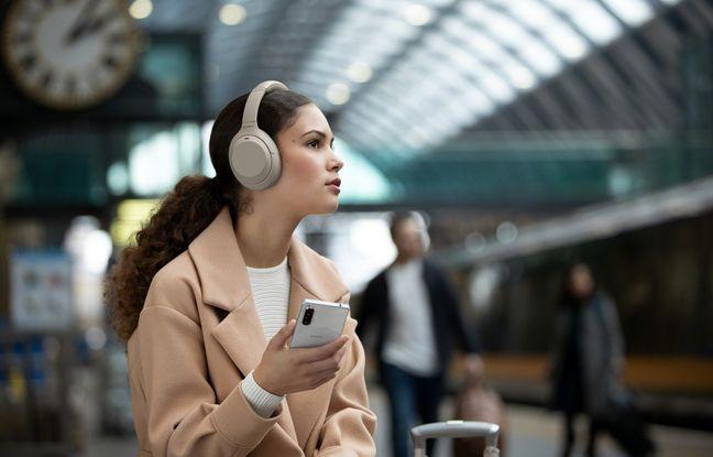 Le nouveau casque à réduction de bruit 1000XM4 paré pour affronter les transports.