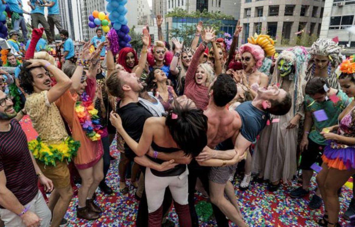 Les «sensitifs» de «Sense8» à la Gay Pride de Sao Paulo, dans la saison 2 de la série. – Netflix