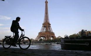 La pratique du vélo se développe en France, notamment pour les déplacements utilitaires (aller au travail, à l'école ou l'université ou faire des courses), selon une vaste enquête publiée mercredi par le Club des villes et territoires cyclables à l'occasion de son 20e Congrès qui se tient jusqu'à vendredi à Nice.