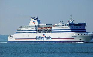 Ce ferry a récupéré le plaisancier en difficulté au large du Cap-Ferret, dimanche matin.