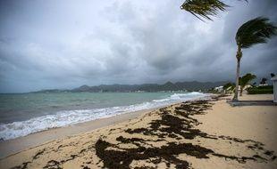 A Saint-Martin, sur la baie de Nettle à Marigot, les signes avant-coureurs de l'ouragan Irma se faisaient sentir dès 4 heures du matin, le 5 septembre 2017.