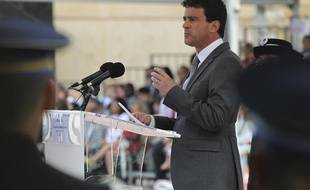 Le ministre de l'Interieur Manuel Valls, le 25 juin 2012  à Saint-Cyr-au-Mont-d'Or, près de Lyon, lors de la cérémonie de baptême de la 62ème promotion des commissaires de police.