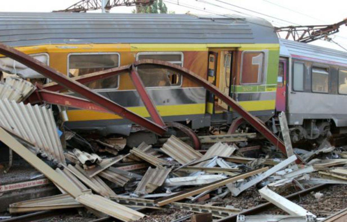 Wagons enchevêtrés le 12 juillet 2013 à Bretigny-sur-Orge – - AFP