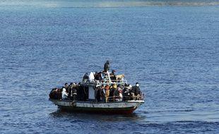 Un bateau de migrants en Méditerranée.