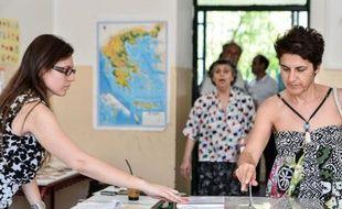 La Grèce vote dimanche pour départager le camp pro-rigueur d'une gauche dressée contre l'austérité dans un scrutin déterminant pour son maintien dans l'euro, dont la tenue a été assombrie par le jet d'un grenade qui n'a pas explosé contre le siège d'un groupe de presse.