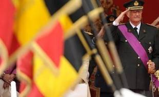 """Le roi des Belges Albert II a prolongé jeudi jusqu'à la deuxième moitié de septembre la mission qu'il a confiée à des médiateurs pour préparer le lancement d'un """"dialogue"""" sur la réforme des institutions belges en crise."""