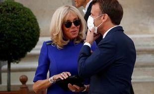 Emmanuel et Brigitte Macron se sont promenés dans le jardin des Tuileries dans l'après-midi du 14 juillet 2020.