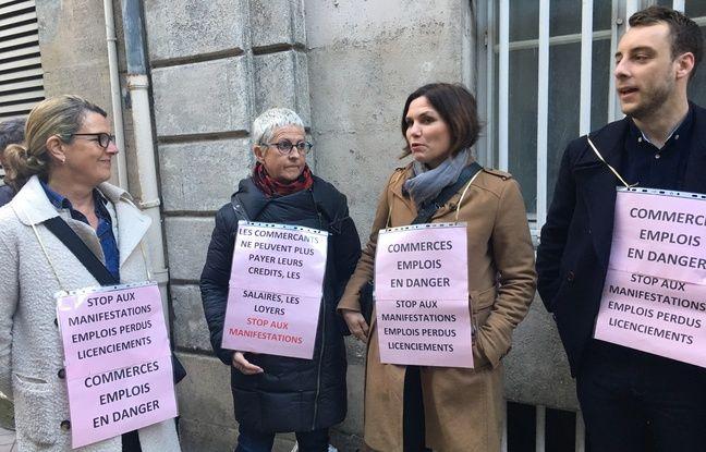des commerçants bordelais devant la résidence préfectorale à l'occasion de la venue d'Emmanuel Macron