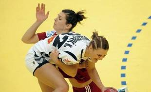 Le Monténégro, vice-champion olympique, a fait un très grand pas vers les demi-finales de l'Euro-2012 dames de handball, grâce à sa victoire sur la Hongrie (28-26) lors de la 1re journée du tour principal dans le groupe II, dimanche à Novi Sad (nord).
