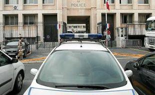Devant l'Eveché (2e), le commissariat central de police de Marseille.
