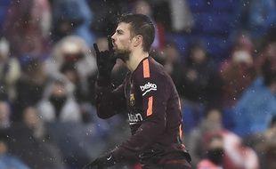 Gerard Piqué demande aux supporters de l'Espanyol de se taire.