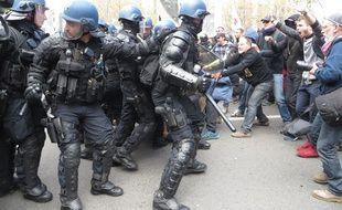 Lyon, le 28 avril 2016 Environ 15.000 personnes selon les organisateurs ont manifesté contre la loi Travail. Plusieurs débordements ont émaillé en marge de la manifestation