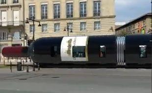 Un artiste bordelais a détourné le tram en vidéo.