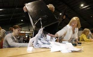 """L'Irlande a entamé vendredi matin le décompte du référendum sur le traité européen de Lisbonne dont les résultats, attendus en fin de journée, pourraient provoquer une crise majeure en Europe en cas de victoire du """"non"""""""