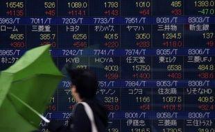 Les quotations à la Bourse de Tokyo, le 15 février 2016