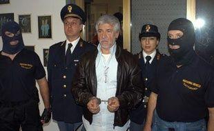 Arrestation du parrain dela mafia Salvatore Lo Piccolo, le 5 novembre 2007 à Giardinello.