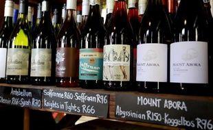 Des bouteilles de vin du Swartland vendues dans une coopérative de Riebeek Kasteel, en Afrique du Sud, le 28 novembre 2014