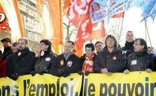 Tous les syndicats du pays, soutenus par l'opposition socialiste, appelaient les salariés des secteurs public et privé à une grève nationale et à des manifestations pour la défense des salaires et des services publics. Ils cherchaient à sanctionner dans la rue la politique économique du président, en particulier depuis le début de la crise économique.