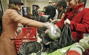 Composé différemment chaque semaine, le panier de légumes bio coûte 5 euros.