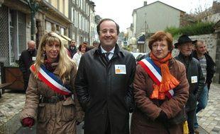 Sophie Dessus (à g.), alors maire d'Uzerches, aux côtés de François Hollande, alors premier secrétaire du PS, le 22 novembre 2008.