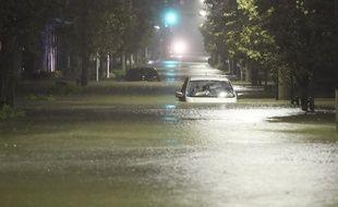 Une zone résidentielle inondée après le passage du typhon Hagibis, dans l'arrondissement de Setagaya à Tokyo, le 12 octobre 2019.