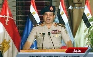 Le chef égyptien des armées al-Sissi annonce à la télévision la destitution du président Morsi, le 3 juillet 2013.