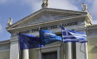 Les actions de la Banque Nationale de Grèce (BNG), première banque commerciale grecque et d'Eurobank ont chuté de 30% à l'ouverture de la Bourse d'Athènes lundi matin, après le gel de leur fusion programmée, et sur fond d'inquiétudes sur leur nationalisation.