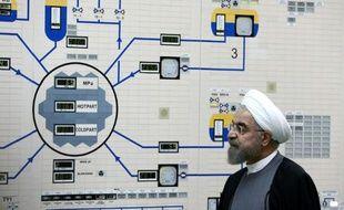 Une photo diffusée par le service de presse de la présidence iranienne du président Hassan Rohani visitant la centrale nucléaire de Bouchehr, le 13 janvier 2015