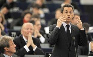 """Le chef de l'Etat français Nicolas Sarkozy a appelé mardi à la création d'un """"gouvernement économique clairement identifié"""" dans la zone euro, travaillant aux côtés de la BCE, à la lumière de la crise financière."""
