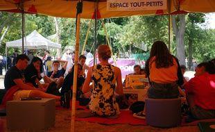 Lire en short à Cergy Pontoise le 17 juillet 2015.