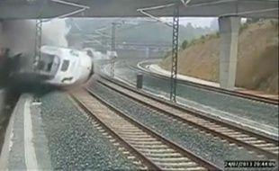 Capture d'écran de la caméra de vidéosurveillance qui a saisi le déraillement du train Madrid-Ferrol.