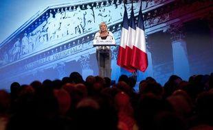 Marine Le Pen, présidente du Front national, à la tribune lors de son meeting pour la campagne des législatives, à la salle Equinoxe à Paris (vendredi 1er juin 2012)