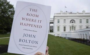 Le livre de John Bolton lors d'une petite virée à la Maison-Blanche.