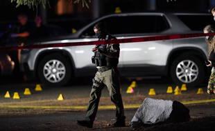 Un policier à Portland sur les lieux où un militant antifa a été tué par la police lors de son interpellation le 3 septembre 2020.