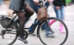 Une cycliste à Toulouse. (Illustration)