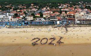 Des surfeurs et des touristes ont composé ce 2024 sur la plage de Lacanau