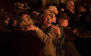 Une scène de panique dans l'épisode 1 de la série «Le Bazar de la Charité».