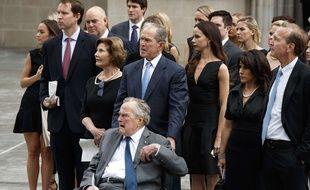 Les anciens présidents américains Bush père et fils, le 21 avril 2018 aux obsèques de Barbara Bush.