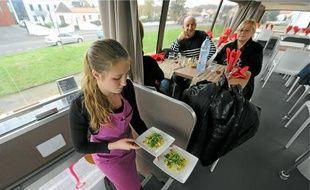 Au «Bus», les clients sont servis à l'étage, la cuisine est installée en-dessous.