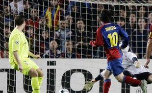Ne surtout pas laisser un mètre d'avance à Lionel Messi, de Barcelone, sinon, on sait comment cela se termine. N'est-ce pas, François Clerc?