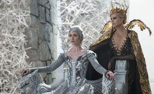 Charlize Theron et Emily Blunt dans Le chasseur et la reine des glaces de Cedric Nicolas-Troyan