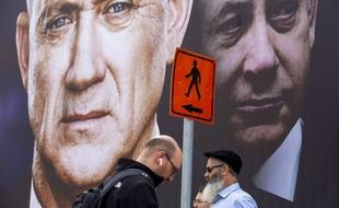 Une affiche électorale pour le parti de Benny Gantz, représentant Benjamin Netanyahu à sa droite, à Ramat Gan, Israel le 23 février 2020.