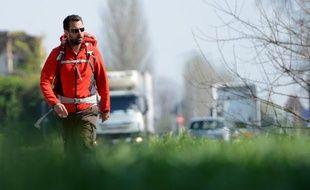 L'ex-trader Jérôme Kerviel marche à la sortie de Modène en Italie le 19 mars 2014